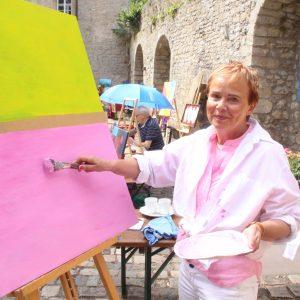 Künstlerin Gisela Bernard aus Dringenberg bringt Farbe in den Alltag.