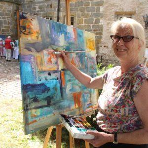 Künstlerin Monika Trauner ist aus dem Rheinland nach Reelsen gezogen.